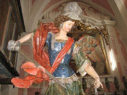 San Miguel Arcángel y su espada en Italia
