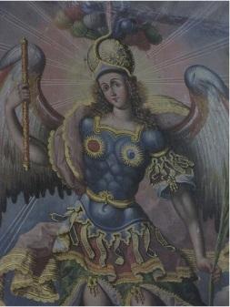 San Miguel Arcángel con el sol y la luna