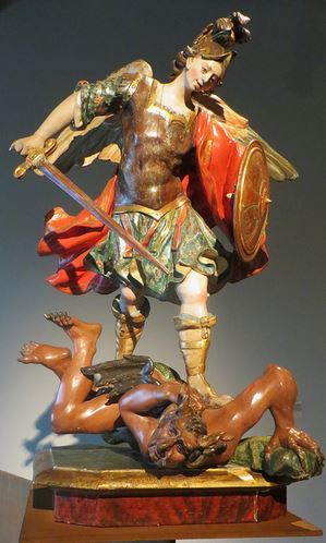 San Miguel Arcángel en batalla con el caído