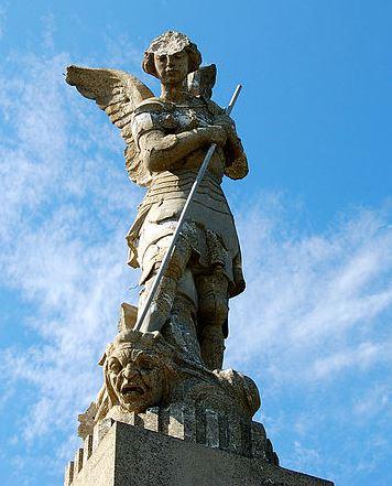 San Miguel Arcángel derribando al maligno