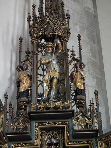 San Miguel Arcángel el guerrero de Dios en lucha con la bestia