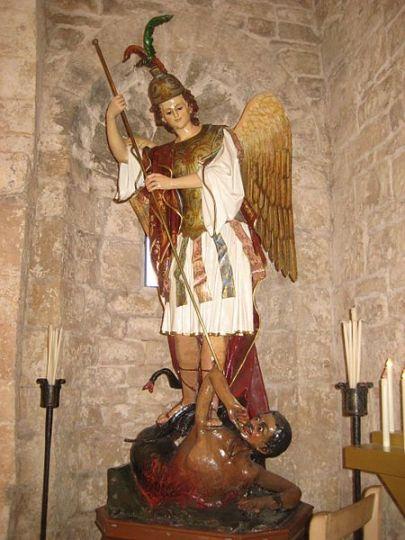 San Miguel Arcángel en lucha contra Satanás