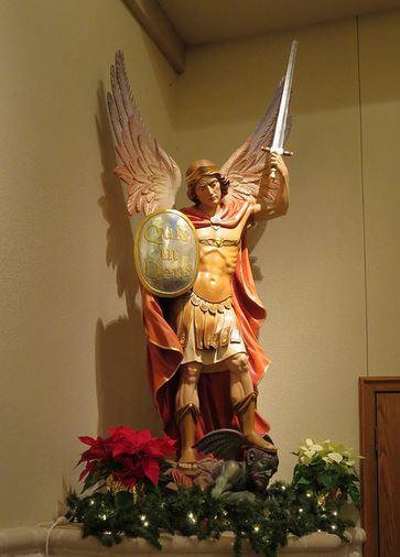 San Miguel Arcángel derribando a satanás