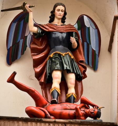 San Miguel Arcángel derribado a Satanás
