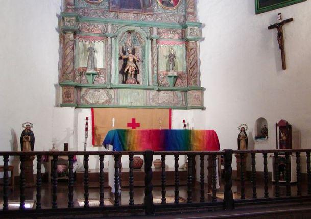 San Miguel Arcángel en el altar de la Misión de San Miguel