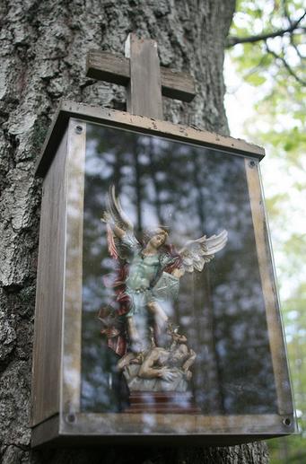 San Miguel Arcángel luchando con Lucifer
