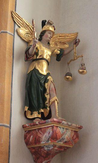 San Miguel Arcángel pesando almas