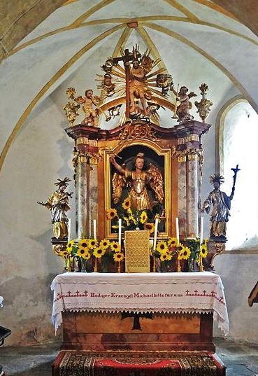 Altar a San Miguel Arcángel