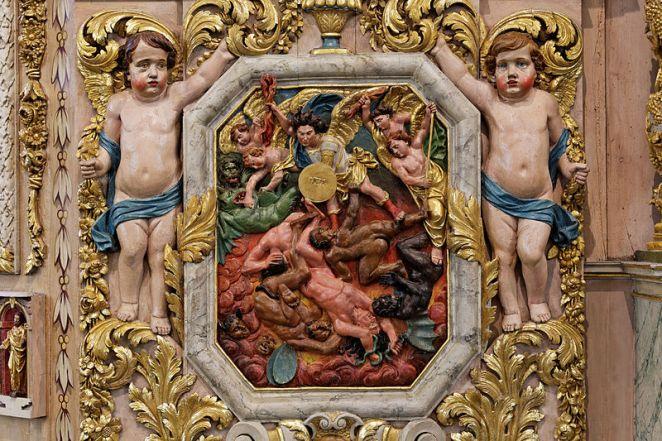 San Miguel Arcángel combatiendo a las fuerzas del mal