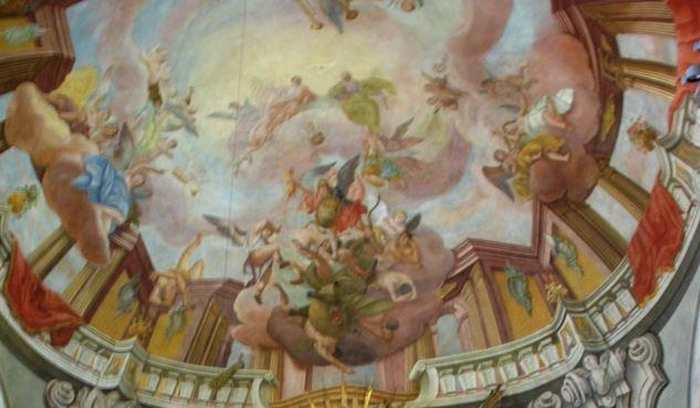San Miguel Arcángel en lucha con el dragón