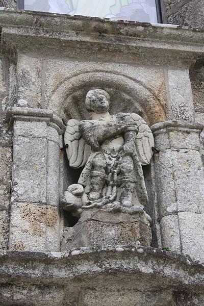 San Miguel Arcángel encadenando a la bestia