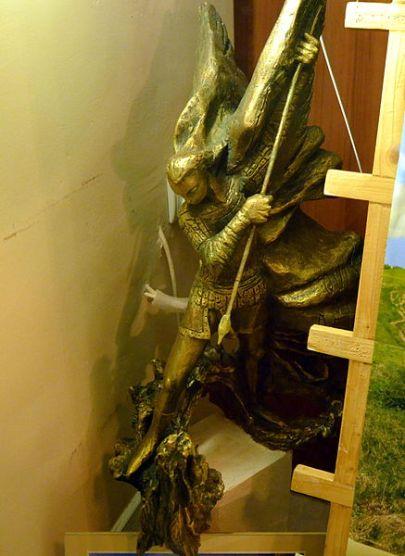 San Miguel Arcángel luchando contra el caído
