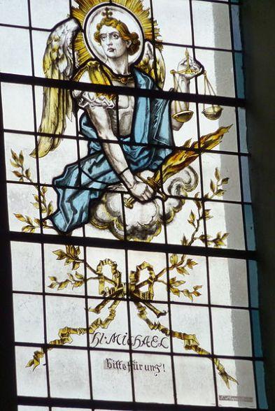 San Miguel Arcángel con su escala