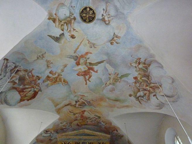 San Miguel Arcángel expulsando a los ángeles rebeldes