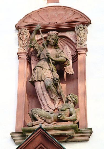 San Miguel Arcángel abatiendo a Lucifer 1
