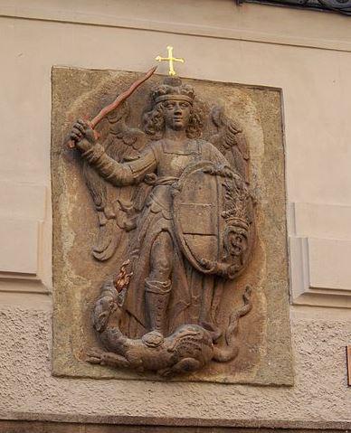 San Miguel Arcángel en lucha contra el dragón