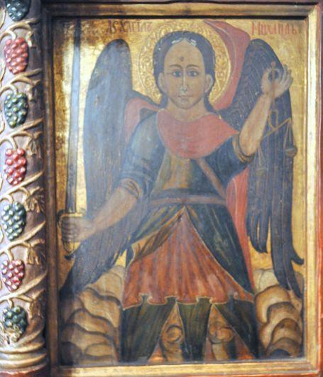 San Miguel Arcángel con su espada y escala