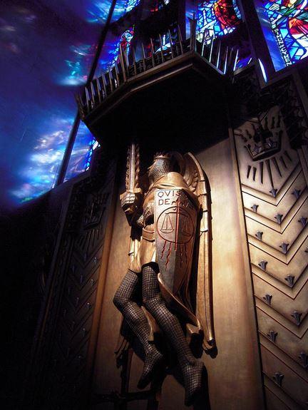 San Miguel Arcángel con su espada y escudo