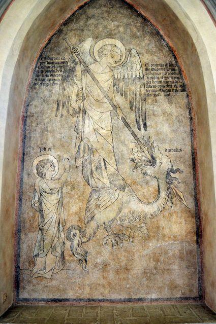 Fresco de San Miguel Arcángel luchando contra el Dragón
