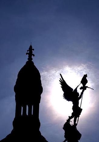 San Miguel Arcángel con el estandarte de Cristo