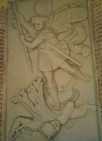 San Miguel Arcángel derribando a Lucifer