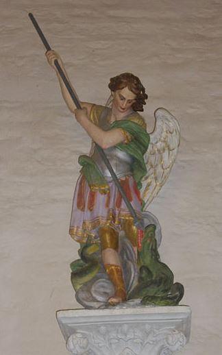 Arcángel San Miguel derrotando a la bestia