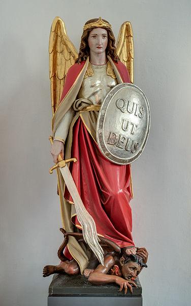 Arcángel Miguel con su espada y escudo