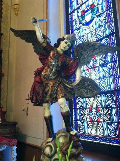San Miguel Arcángel pisando a satanás