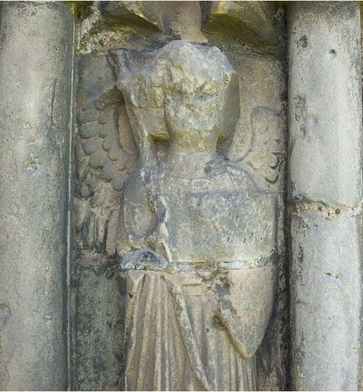 Arcángel Miguel con su espada