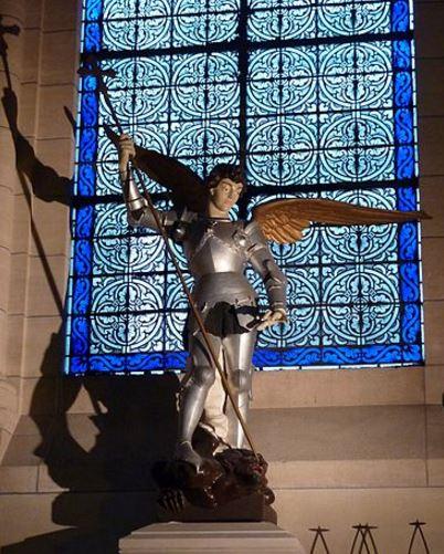 El príncipe de la milicia celestial derrotando al dragón