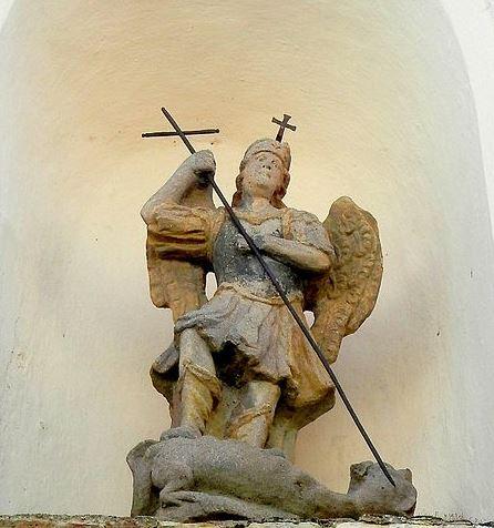 Arcángel Miguel derrotando a satanás