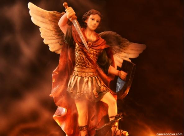 arcangel-miguel-con-su-escudo-y-espada
