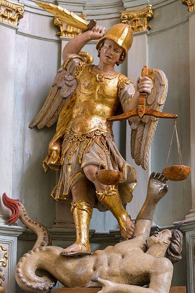 san-miguel-arcangel-en-batalla-contra-el-principe-de-las-tinieblas