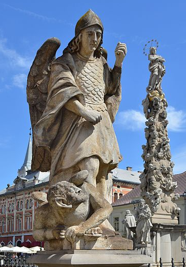 san-miguel-arcangel-pisando-a-satanas