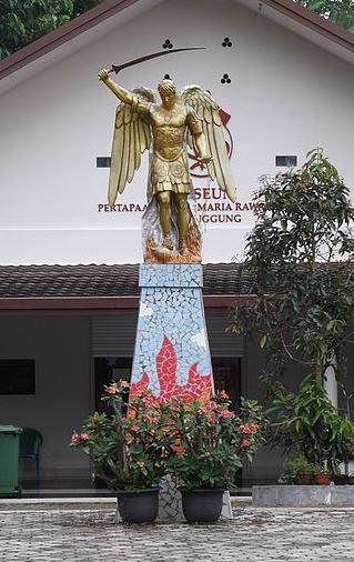 estatua-de-san-miguel-arcangel_1